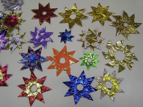 Szaloncukor papírból készült csillagok karácsonyra