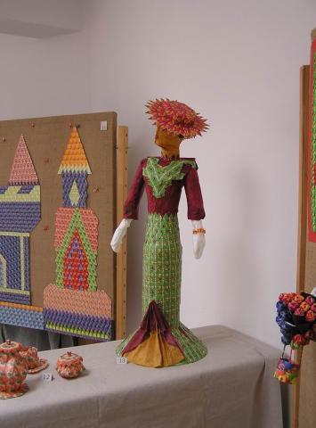 Teatasakból készült modellek kiállítása