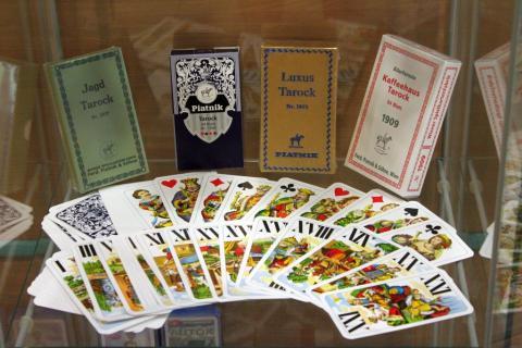 jáTÉKA kiállítás 5: Kártyák és látogatók 15