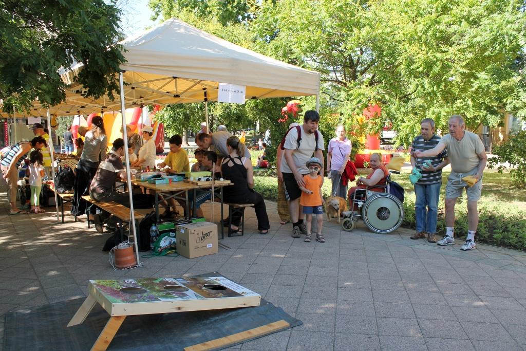 Látogatók a Lakóközösségi Napon 2014 Gyöngyösi sétány  12