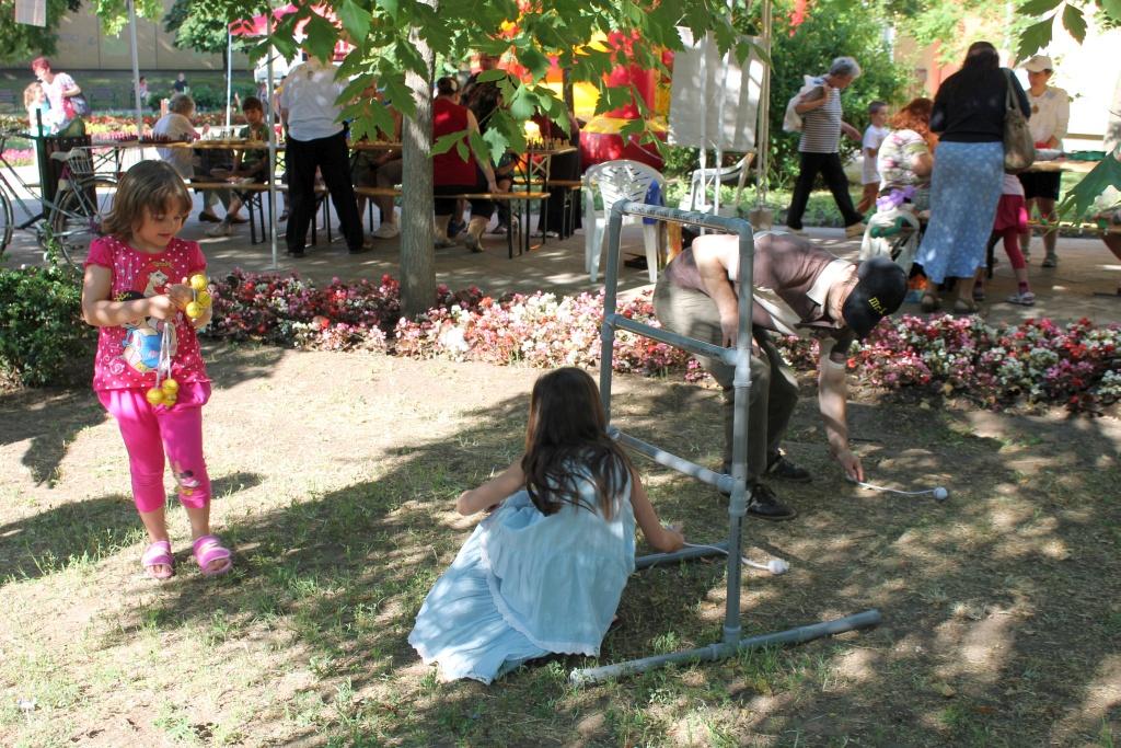 Látogatók a Lakóközösségi Napon 2014 Gyöngyösi sétány  13
