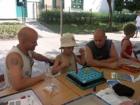 Játékosok a Lakótelepi napokon-Országbíró utca 10