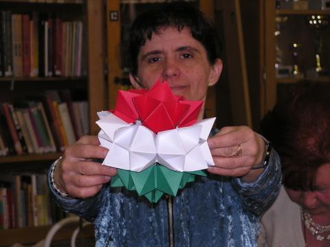 Szilágyi Zsuzsanna: Nemzetiszín kusudama